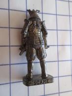 Figurine KINDER ??? MONOBLOC METAL VIEIL OR / SOLDAT SAMOURAI , Très Bon état, Vu à 8 € Et + Chez I-B - Figurines En Métal