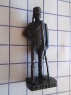 Figurine KINDER ??? MONOBLOC METAL VIEIL OR / SOLDAT HUSSARD 1780 , Très Bon état, Vu à 8 € Et + Chez I-B - Figurines En Métal
