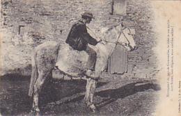 Montagnard Pays Cornouailles, Le Bidet & Son Maître Sont Frustes, Sans élégance, Mais Combien Solides - 1907 - Folklore