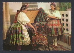 Hungria. Decs *Traditional Costume* Foto: M.T.I. Járai Rudolf. Edit. S.Z. Nueva. - Hungría