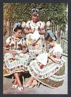 Hungria. Kalocsa *Traditional Costume Of Kalocsa* Foto: Alapfy Attila. Edit. S.Z. Escrita. - Hungría