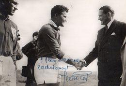 FRANCE-ANGLETERRE  9 AVRIL 1954- PRESENTATION A  R. COTY PRESIDENT DE LA REPUBLIQUE DE J. PRAT CAPITAINE DU XV DE FRANCE - Rugby