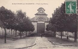 SAINT-SAVINIEN SUR CHARENTE - Place Des Halles - France