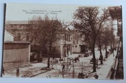 CPA 83 Draguignan Boulevard Georges Clémenceau Le Théâtre Voitures Anciennes - Draguignan