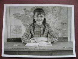 PHOTOGRAPHIE PHOTO 21 52 ? GRENANT Canton TALANT Ou CHALINDREY Classe De Mademoiselle MISSET 1967 FILLETTE ECOLE - Lieux