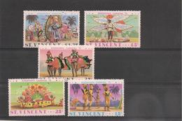 St VINCENT Année 1975 Carnaval De Kingstown N°Y/T : 380/85** - St.Vincent (1979-...)