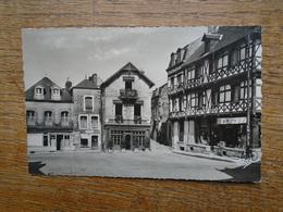 Josselin , Place Notre-dame - Josselin