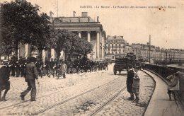 V14522 Cpa 44 Nantes - La Bourse, Le Bataillon Des Douanes Revenant De La Revue - Nantes
