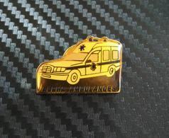 Pin's MERCEDES AMBULANCE ALPHA - Mercedes