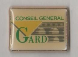 2 Pin's: Conseil Général Du Gard - Gard Centre Sportif Départemental - Städte