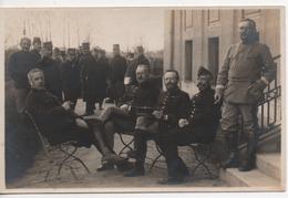 CPA.Photo.Militaire.extérieur.groupe.officiers Assis Et Un Debout - Photographie