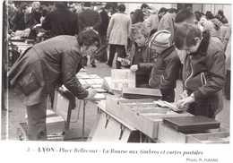 CPSM RHONE.LYON.PLACE BELLECOUR.LA BOURSE AUX TIMBRES ET CARTES POSTALES - Lyon
