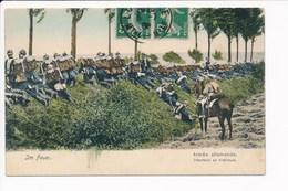 Carte De L' Armée Allemande Infanterie En Tirailleurs  ( Im Feuer ) Allemand Casque à Pointe - Manoeuvres