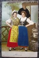 COSTUME ALSACIEN.1904.DOS NON DIVISE.TRES BELLE CARTE EN RELIEFet En TISSU . - Costumi