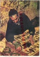 ASIE - IRAN- CRAFTSMAN AT WORK ON A FINE PIECE OF HAND PRINEED CLOTH - KALAMKAR - TAPIS TAPISSIER - Iran