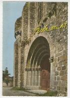 {78572} 85 Vendée La Chaize Le Vicomte , Le Porche Et La Tour De L'Eglise Romane - La Chaize Le Vicomte