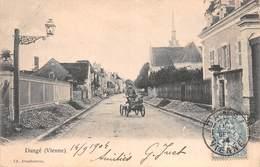 86 - Dangé - Une Rue Animée - Dange Saint Romain