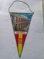 Banderín Del Acueducto De Segovia. Castilla Y León. España. Años '60-'70 - Escudos En Tela