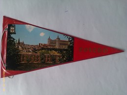 Banderín Del Alcázar De Toledo. Castilla La Mancha. España. Años '60-'70 - Escudos En Tela