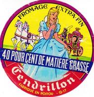 ETIQUETTE FROMAGE CAMEMBERT -  CENDRILLON  -   Fab Dans La Charente Maritime  17-Q - Cheese
