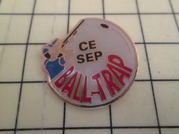 Pin412c Pin's Pins / Rare Et De Belle Qualité / THEME : SPORTS / TIR FUSIL BALL-TRAP COMITE D'ENTREPRISE SEP - Badges