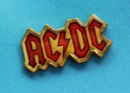 1 PIN'S //   ** ACDC / GROUPE DE HARD ROCK FORMÉ EN 1973 ** - Beroemde Personen