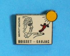 1 PIN'S //    ** ÉCOLES / BOISSET-GAUJAC ** - Administrations