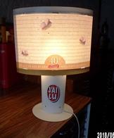J'AI LU RARE LAMPE D'AMBIANCE DÉCORATIVE PUBLICITAIRE EN CARTON (LES 40 ANS) UNIQUE MONTAGE POUR LA PHOTO -SITE Serbon63 - Pubblicitari