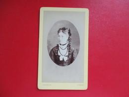 CDV PORTRAIT JEUNE FEMME  PHOTOGRAPHE ORDINAIRE DINARD - Cartes De Visite