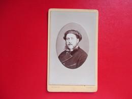 CDV PORTRAIT HOMME MOUSTACHE FAVORIS  PHOTOGRAPHE ORDINAIRE DINARD - Cartes De Visite