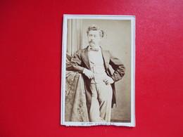 CDV PORTRAIT HOMME COSTUME  PHOTOGRAPHIE MODELE CLEMENT BERTRAND PARIS - Cartes De Visite