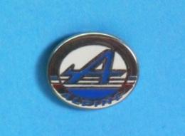1 PIN'S //   ** LOGO  ALPINE / RENAULT ** . (Courtois Paris) - Renault