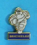 1 PIN'S //   ** BIBENDUM MICHELIN / PNEUMATIQUES ** . (Fraisse) - Badges
