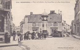DOUANENEZ : La Place De La Croix  - Belle Animation - Douarnenez