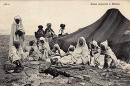 SAUDI ARABIA,ARABIE SAOUDITE,CARTE POSTALE ANCIENNE,CAMP DANS LE DESERT,PAUSE REPAS,GIBIER,HABILLE DE L 'EPOQUE - Arabie Saoudite