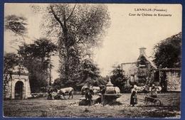29 LANNILIS Cour Du Château De Kerouartz ; Vaches - Animée - Frankreich