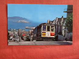 Alcatraz In Distance  Cable Car Hyde Street  California > San Francisco     Ref 2972 - San Francisco