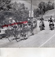 CYCLISME - RARE PHOTO TOUR DE L' AVENIR 1963- MOTO PRESSE L' EQUIPE-LE PARISIEN -EUROPE 1 - Cyclisme
