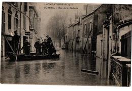 INNONDATIONS 1910 CORBEIL RUE DE LA PECHERIE BARQUE TRES ANIMEE - Corbeil Essonnes