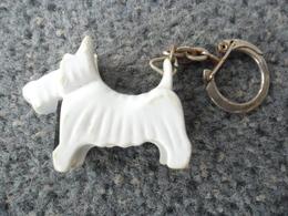 1 PORTE CLEFS CHIEN  Terrier Écossais West Highland TAILLE CRAYON Utilitaire - Messager ABCD @ Vers 1965 - Porte-clefs
