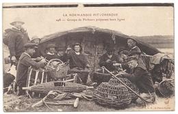 50 Groupe De Pêcheurs Préparant Leurs Lignes - France
