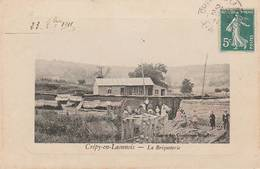 CPA:CRÉPY EN LAONNOIS (02) GROUPE ENFANTS À LA BRIQUETERIE ÉDITION DES COMPTOIRS FRANÇAIS..ÉCRITE - Francia