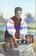 94212 UKRAINE COSTUMES WOMAN WITH VASE POSTAL POSTCARD - Ukraine