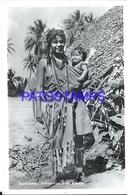 94214 SURINAM SURINAME COSTUMES IMDIAANSE MET KINDJE NATIVE WOMAN SEMI NUDE WITH BABY POSTAL POSTCARD - Surinam