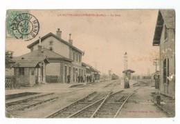 21598  CPA  LA HUTTE COULOMBIERS  ; La Gare ; ( Originale 1907  , Mauvais état En Partie Droite ) - Otros Municipios