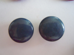 2 Vintage  Knopen Blauw Plastic 2 Boutons Bleu 1,70 Cm - Knopen