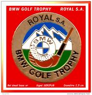 SUPER PIN'S BMW-GOLF : ROYAL SA GOLF TROPHY Sponsor BMW En émail Base Or Signé Seripub, Diamètre 2,5cm - BMW