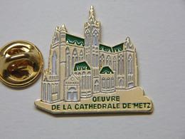 Pin's - Ville METZ Oeuvre De La Cathédrale De Metz 57 Moselle - Cities