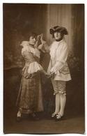 Carte Photo - Couple Costumé (spectacle - Théatre ) - Non Classés