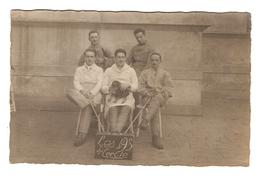CPA PHOTO MILITARIA - GROUPE DE MILITAIRES SOLDAT CHIEN MASCOTTE LES AS DU CERCLE - DOG MASCOT MILITARY GROUP SOLDIER - Fotografía